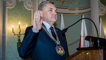 05-10-2016 19:27 Białystok: radni PiS z zaskoczenia obniżyli pensje prezydentowi. O prawie 4 tys. zł