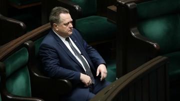 Tak wiceminister Zieliński przechodzi przez jezdnię. Zdjęcie podbija sieć