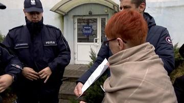 """29-11-2017 17:25 """"Policja spisuje nas przy każdym pokojowym proteście"""". Obywatele RP przed komisariatem we Wrocławiu"""