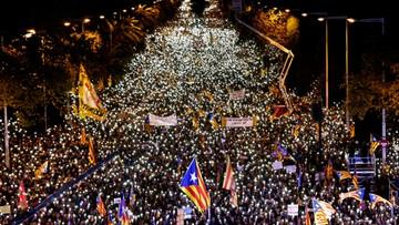 """11-11-2017 20:28 """"SOS demokracja"""". Setki tysięcy ludzi za uwolnieniem katalońskich polityków"""