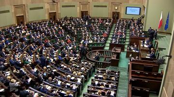 25-05-2017 11:23 CBOS: Polacy są podzieleni - 33 proc. popiera rząd, 30 proc. opozycję