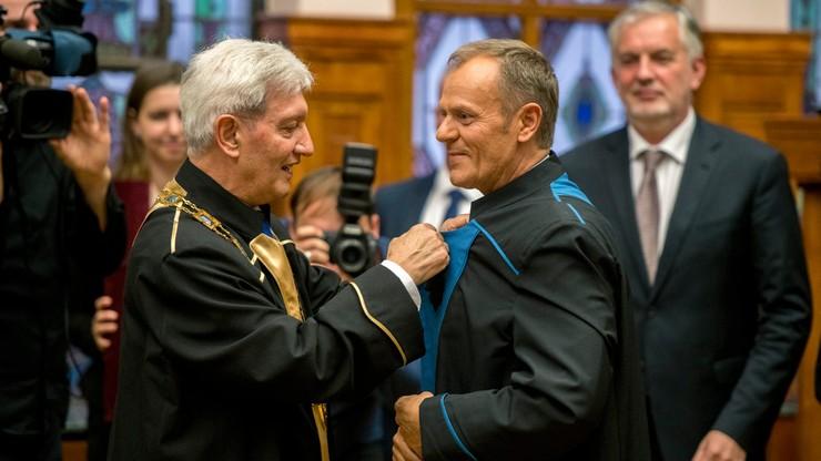 """Tusk został doktorem honoris causa Uniwersytetu w Peczu. """"Jego działalność jest ściśle związana z historią Węgier"""""""