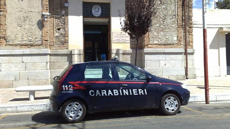 Włoscy karabinierzy drwili z mężczyzny. Kazali mu tańczyć i nagrywali zajście telefonami