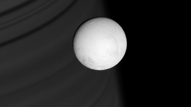 Sensacyjne odkrycie NASA. Na księżycu Saturna może być życie