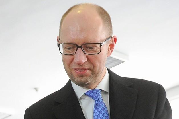 Jaceniuk: Rosja powinna przestrzegać ustaleń lub być karana