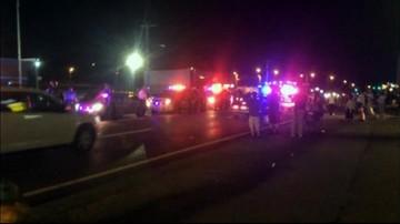 14-08-2016 07:46 Radiowóz i stacja benzynowa w ogniu. Zamieszki w USA po tym jak policjant zastrzelił 23-latka