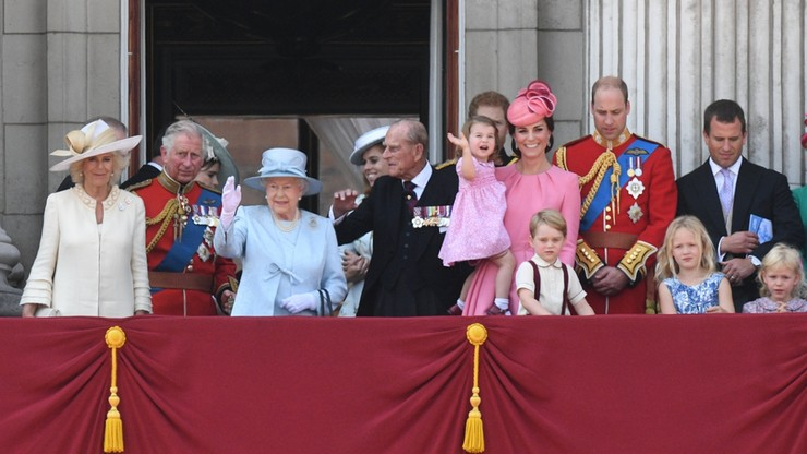 Tłumy na obchodach 91. urodzin królowej Elżbiety II