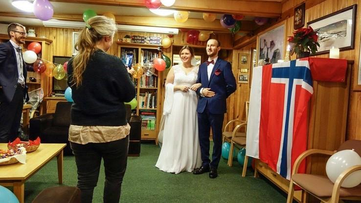 Zdjęcie ślubne Joanny Perchaluk i Mateusza Mandata.