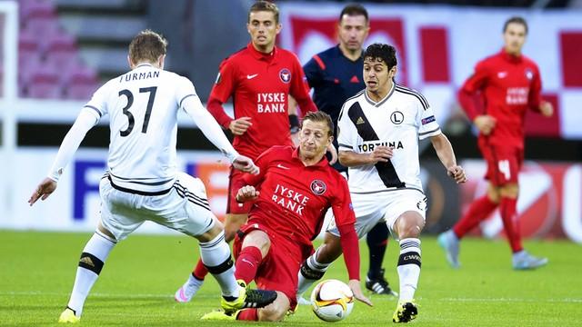 Piłkarska LE: awaria samolotu zmusiła Legię do pozostania w Danii