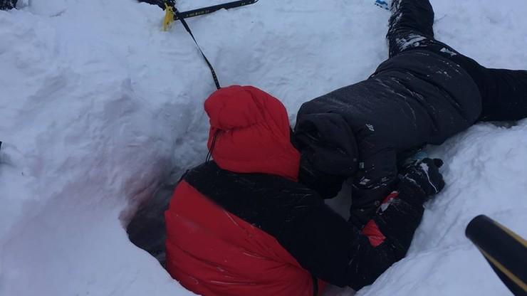 """""""Niebezpieczne, lawiniaste warunki"""". TOPR ostrzega i publikuje zdjęcia z akcji ratunkowej"""