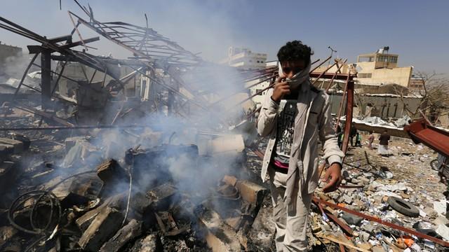 Jemen: samobójczy zamach na bazę wojskową