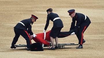 11-06-2016 22:38 Gwardzista padł na ziemię w czasie fety z okazji urodzin królowej