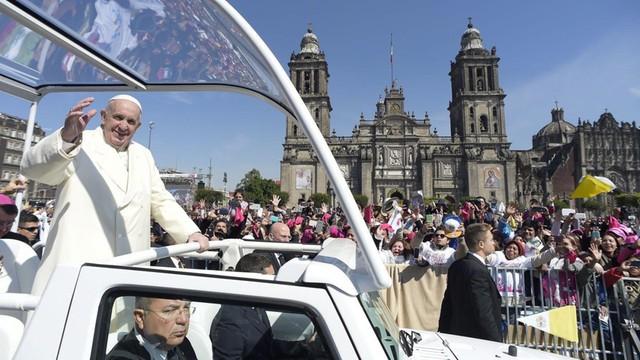 Meksyk. Papież Franciszek: Wolę rodzinę poranioną i zmęczoną od narcyzów z obsesją luksusu