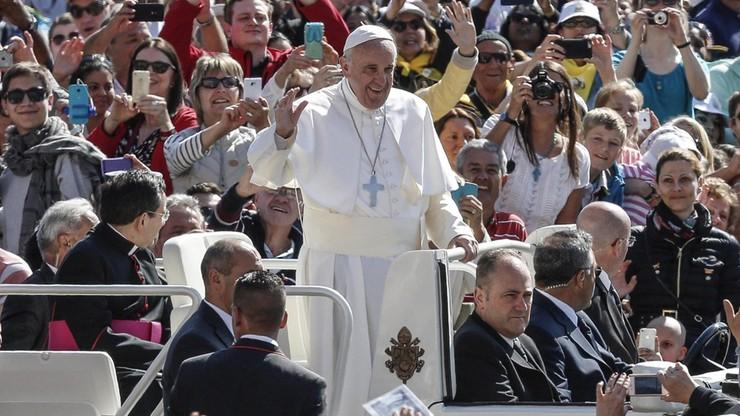 """""""Jezus nie  był księciem, duszpasterze też nie mogą nimi być"""". Papież podczas audiencji generalnej"""