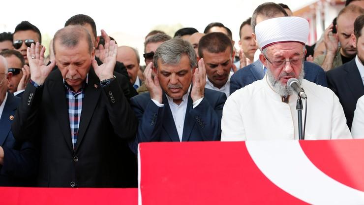 Premier Turcji: życie w kraju wraca do normy