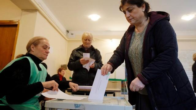 Gruzja: Partia rządząca zdecydowanie wygrała wybory parlamentarne