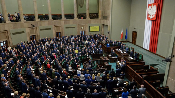 Sejm oddał hołd Andrzejowi Wajdzie. Prezes PiS wyszedł z sali