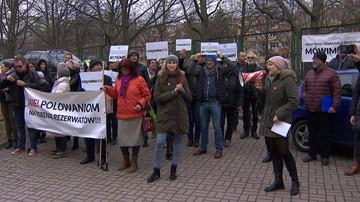"""10-03-2017 21:26 """"Minister degradacji jak zwykle nie ma racji"""". Protest przeciwko polowaniom w rezerwacie """"Las Warmiński"""""""