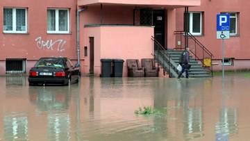 19-09-2017 14:41 Sprzątanie po powodzi w Elblągu. Służby: sytuacja stabilna