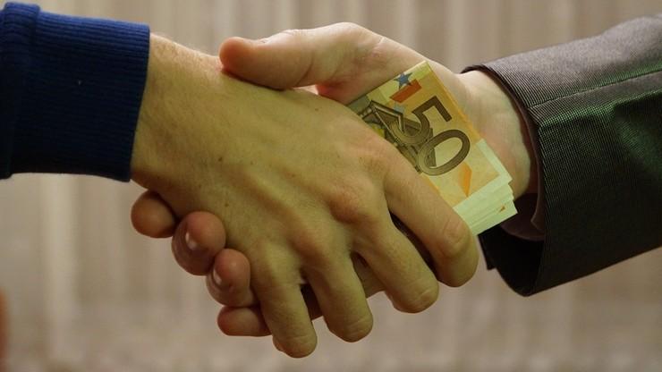 CBOS: nieco mniejsze przekonanie, że korupcja w Polsce to problem