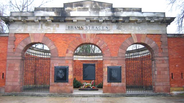 Na Cytadeli Warszawskiej odkryto groby ludzi