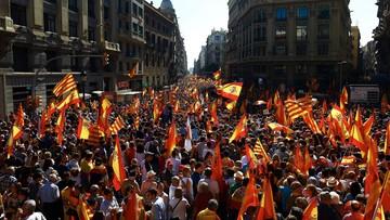 """08-10-2017 13:38 """"Wystarczy. Odzyskajmy mądrość"""". Manifestacja w Barcelonie przeciwko odłączeniu Katalonii od Hiszpanii"""