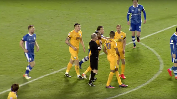 2016-12-05 Awantura między piłkarzami Preston North End. Sędzia wyrzucił obu! (WIDEO)
