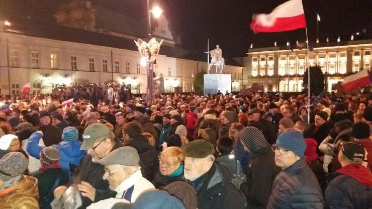 2017-11-24 Wolne Sądy. Demonstracja przed Pałacem Prezydenckim