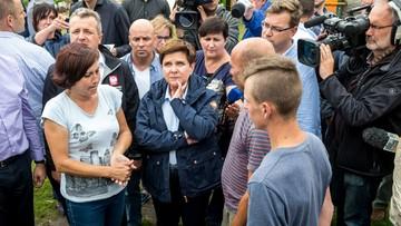 """""""Nikt nie zostanie pozostawiony bez pomocy"""". Premier odwiedziła rodzinę poszkodowaną przez nawałnicę"""