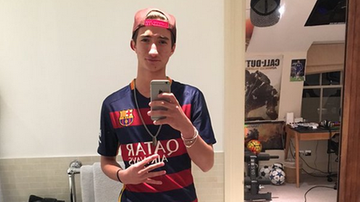 2015-11-23 Mourinho Jr w koszulce Barcelony. Co na to ojciec?