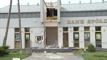 Wysadzili wejście do banku i bankomat. Złodzieje zniknęli z gotówką