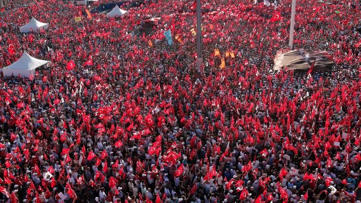 Turcja: śledztwa przeciw osobom, które uznały zamach stanu za oszustwo
