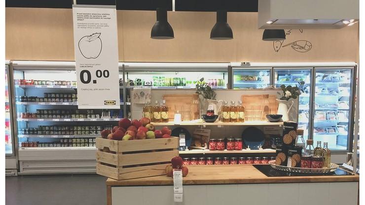 Klienci pogryźli sztuczne jabłka w IKEA Lublin. Sklep odpowiedział