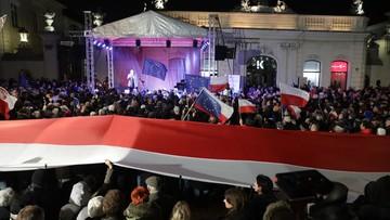 """""""Wolne Sądy, Wolne Wybory, Wolna Polska"""". Demonstracja przed Pałacem Prezydenckim"""