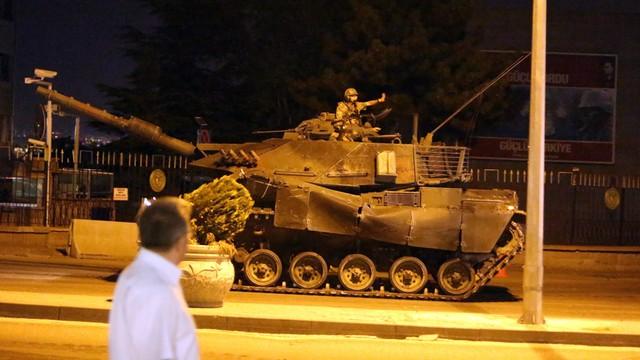 Nieudana próba zamachu stanu w Turcji, władze odzyskują kontrolę