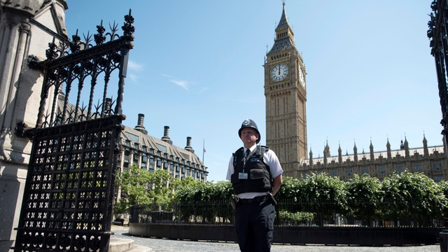 Brytyjczycy minutą ciszy oddali hołd ofiarom zamachu w Tunezji
