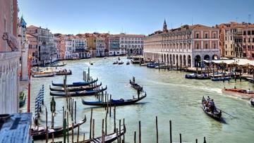 """10-09-2016 16:26 """"Uwaga na nogi, mam wózek!"""".  Kolejny protest przeciw najazdowi turystów na Wenecję"""
