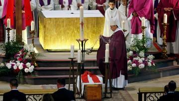 02-08-2016 18:58 Tysiące wiernych na pogrzebie kapłana zamordowanego przez dżihadystów