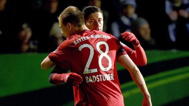 Lewandowski znowu strzela 2 gole - Bayern w półfinale Pucharu Niemiec