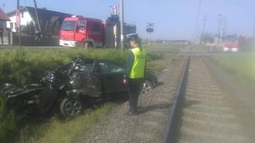 23-05-2017 10:15 Wjechał na przejazd wprost pod pociąg. Kierowca nie żyje