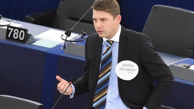 Bronił premier Szydło w czasie debaty. Teraz pisze po polsku na Facebooku