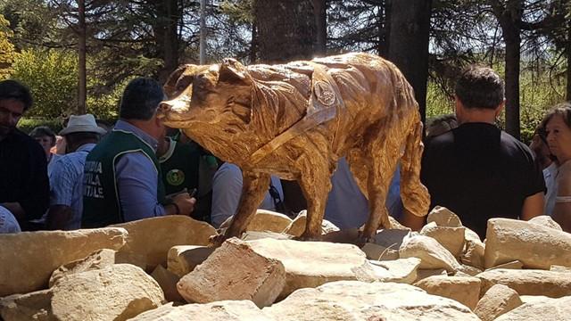 Włochy: w Amatrice odsłonięto pomnik psa ratownika