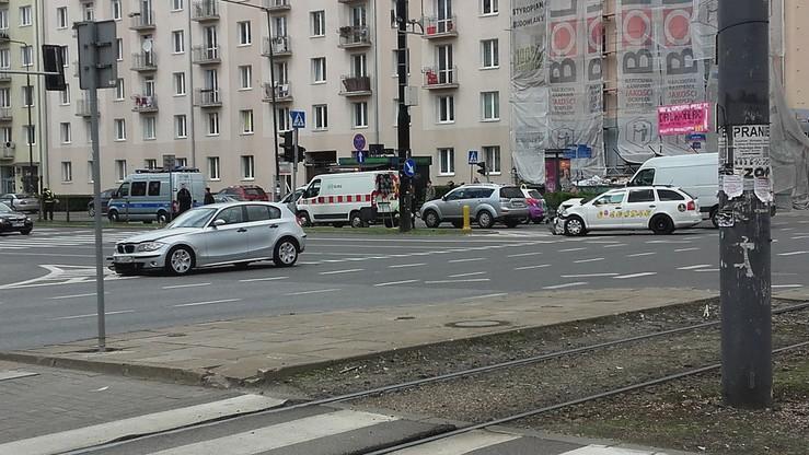 2017-05-09 Zderzenie taksówki i samochodu osobowego w Warszawie. Utrudnienia na skrzyżowaniu