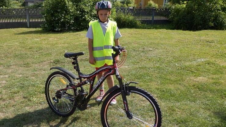 Chłopiec stracił rower w pożarze. Nowy kupili mu policjanci