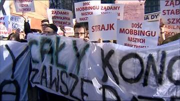 23-11-2015 08:27 Protest w warszawskiej szkole. Chcą odwołania dyrektorki