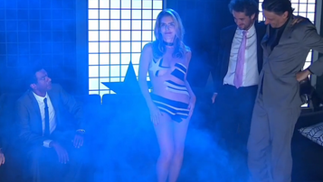 2015-12-02 Brazylijska aktorka zrobiła striptiz w telewizji, bo... Botafogo awansowało (WIDEO)
