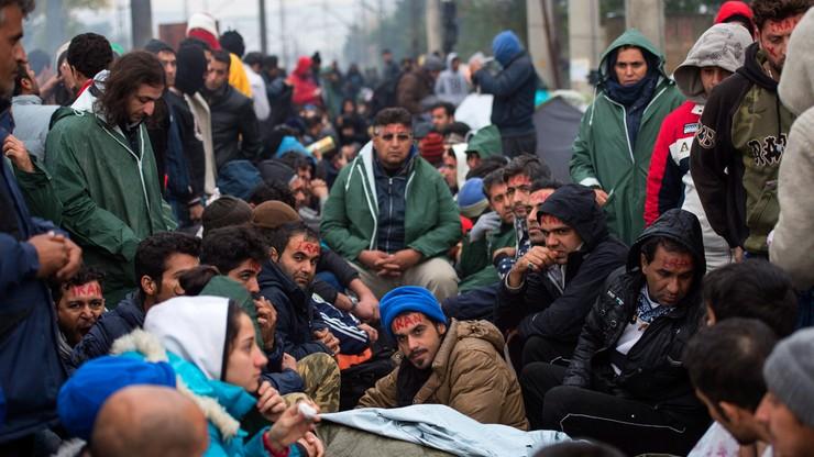 """Waszczykowski: zatrzymać uchodźców w Turcji. Szwecja i Finlandia już """"pękają w szwach"""""""