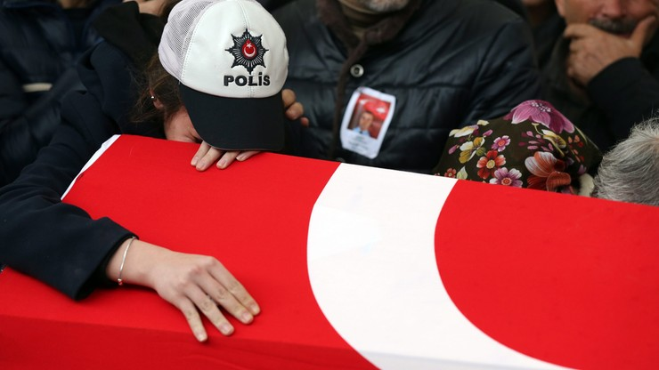 Rośnie liczba ofiar śmiertelnych podwójnego zamachu w Stambule