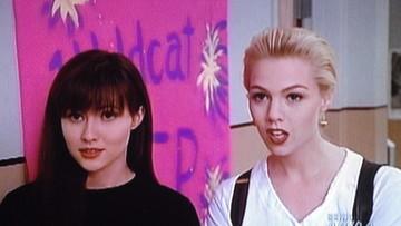 """21-07-2016 20:58 Gwiazda """"Beverly Hills 90210"""" walczy z rakiem. Pokazała, jak obcina włosy"""