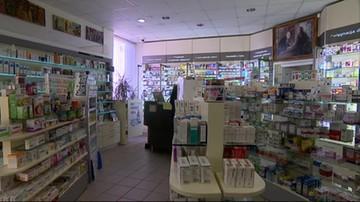 Rewolucja w aptece: farmaceuta udzieli porady choremu